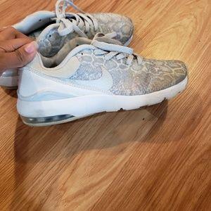 White Nike Air Max Siren